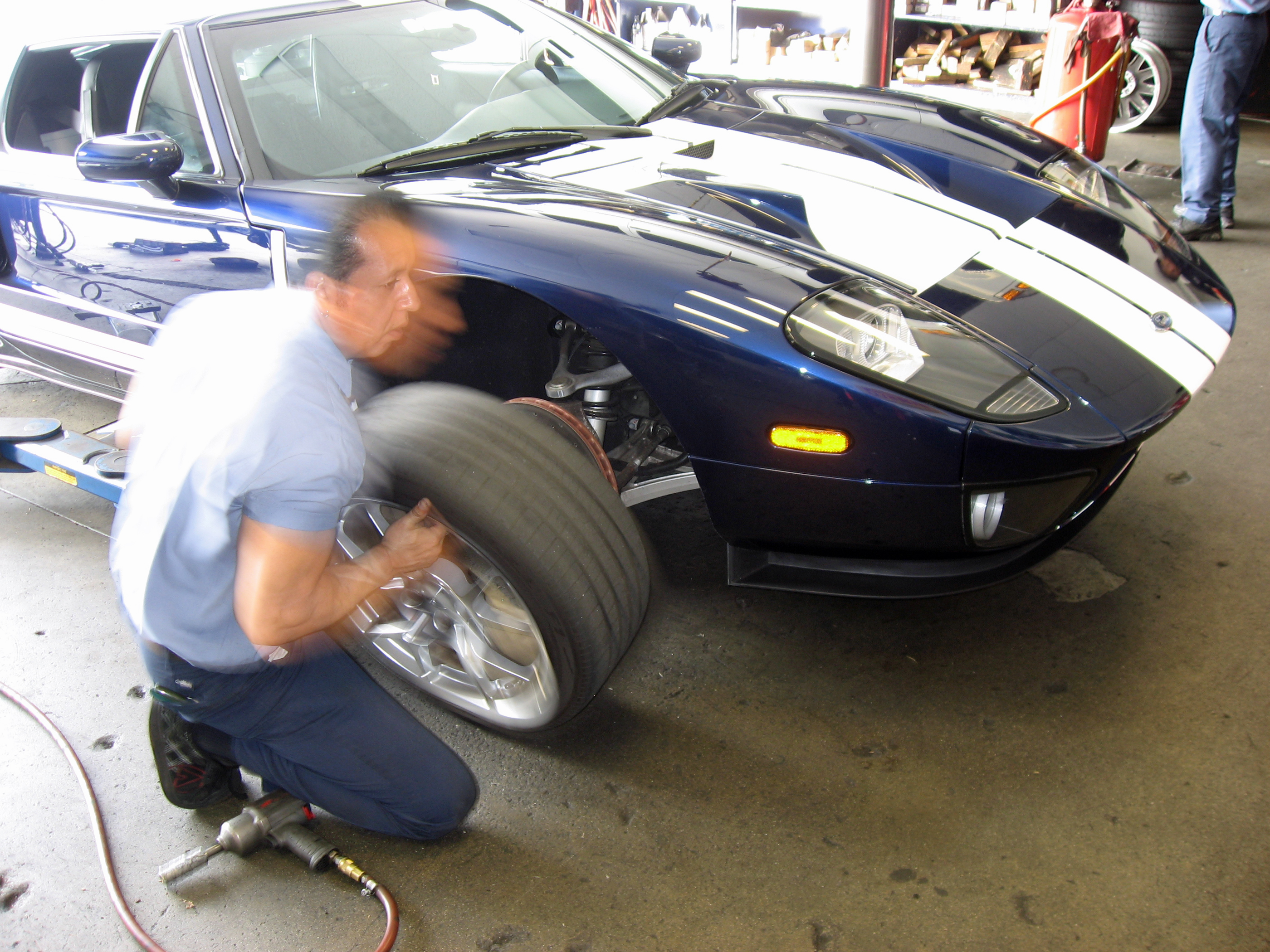 2005 Ford GT Long Term Reunion Tire Change