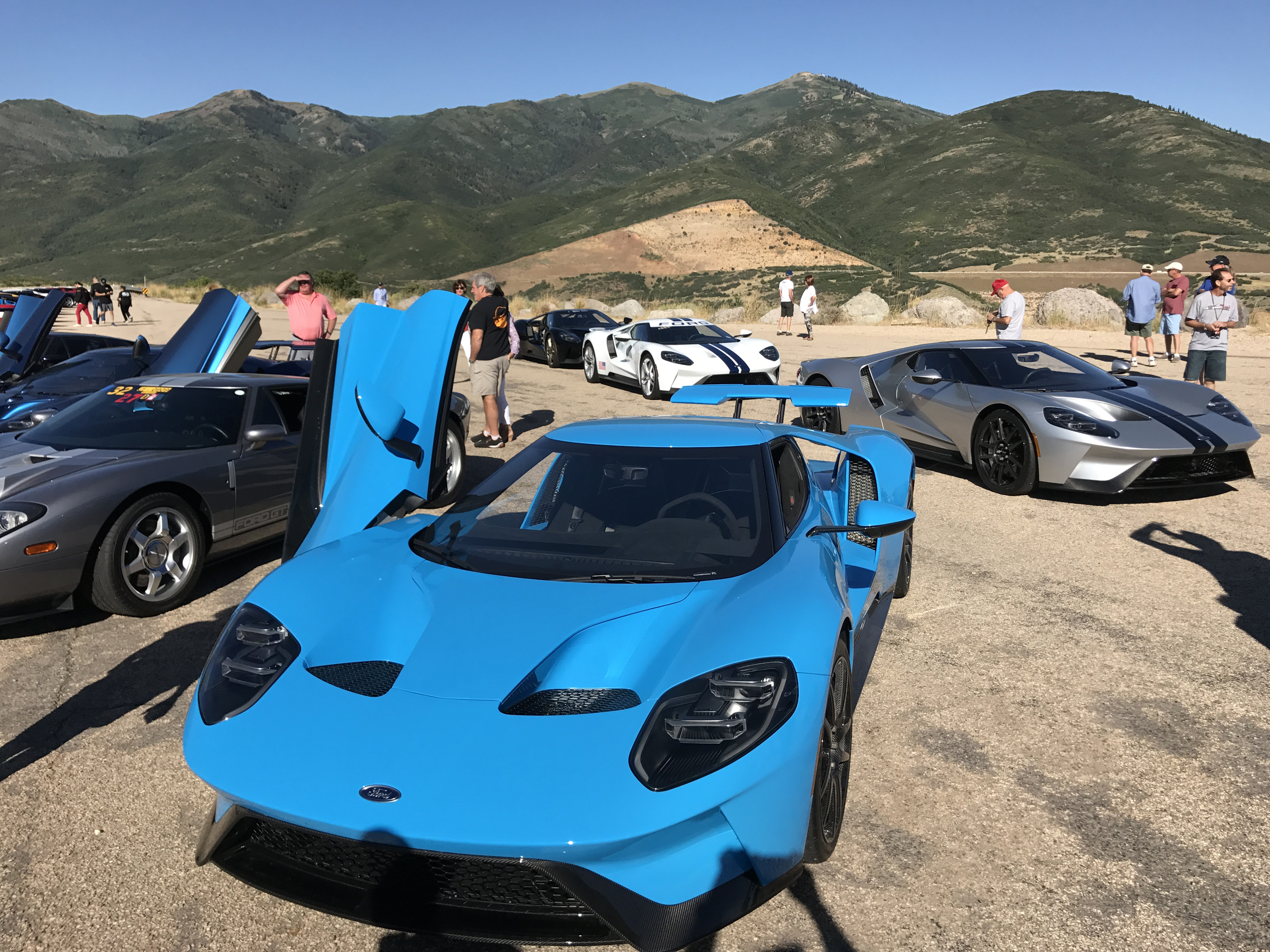2017-Ford-GT-Riviera-Blue