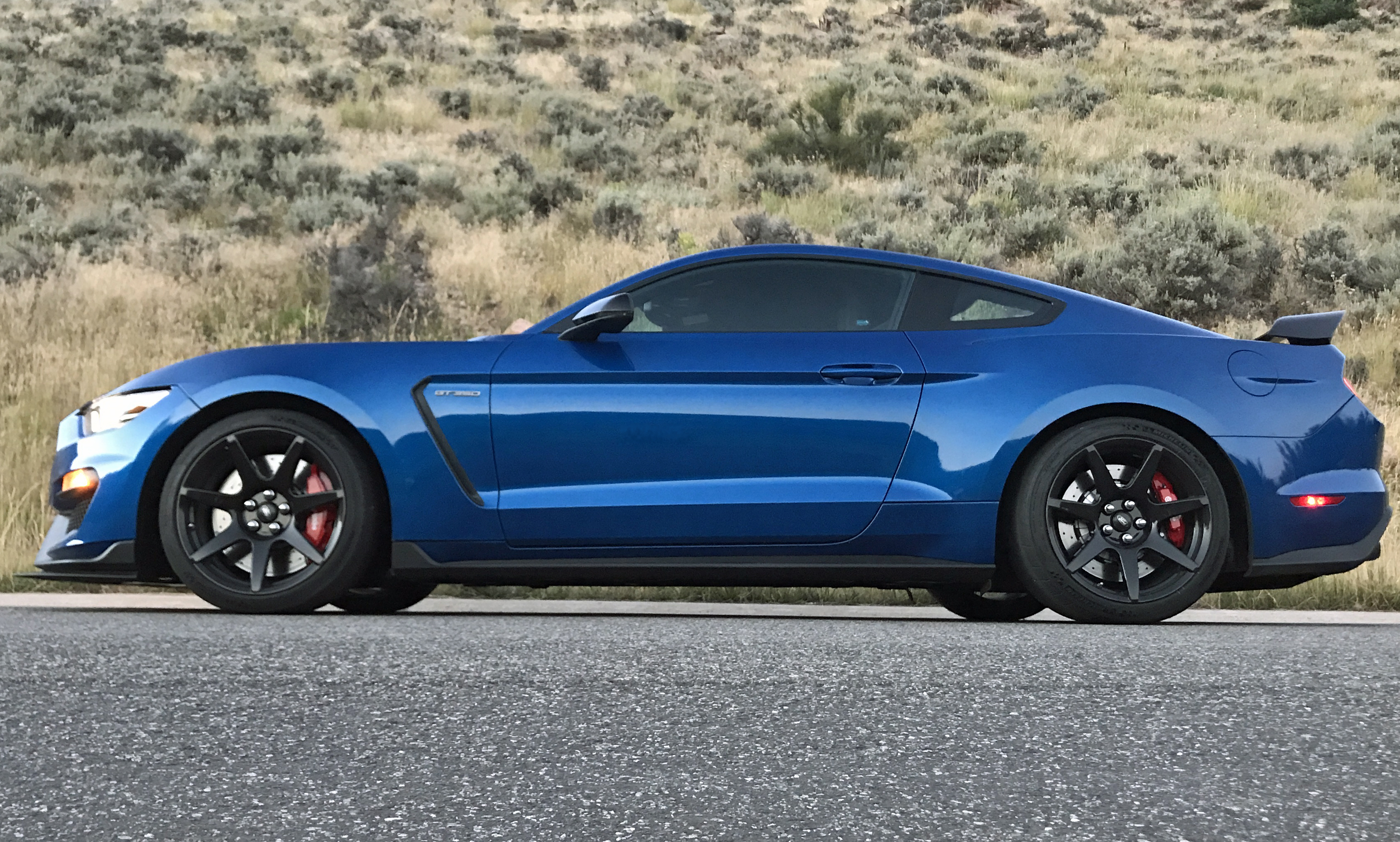 2017-Ford-Mustang-Shelby-GT350R-Profile
