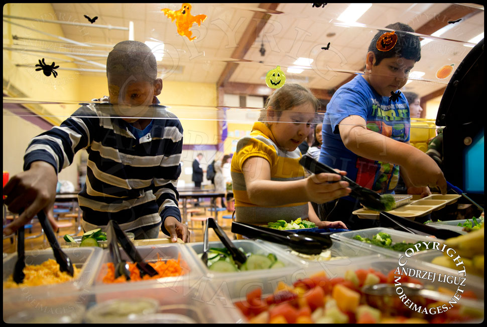 Pupils serving themselves from the Lets Move Salad Bar at Vails Gate Elementary School in New Windsor, NY © Andrzej Liguz/moreimages.net. Not to be used without permission