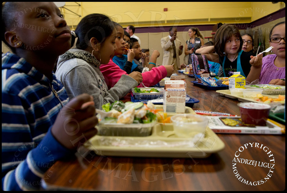 Pupils eating food they got from the Lets Move Salad Bar at Vails Gate Elementary School in New Windsor, NY © Andrzej Liguz/moreimages.net. Not to be used without permission