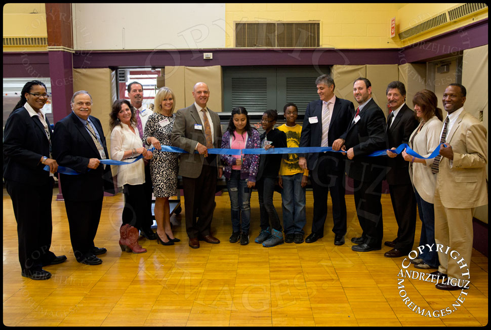 Cutting of the ribbon to officially launch the Lets Move Salad Bar at Vails Gate Elementary School in New Windsor, NY © Andrzej Liguz/moreimages.net. Not to be used without permission