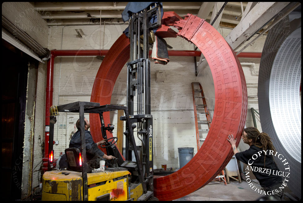 Josh Young moving the 3 Tonne 'Sherry Netherland' sculpture into position so it can fit through the doors at the Serett Metal workshop © Andrzej Liguz/moreimages.net. Not to be used without permission