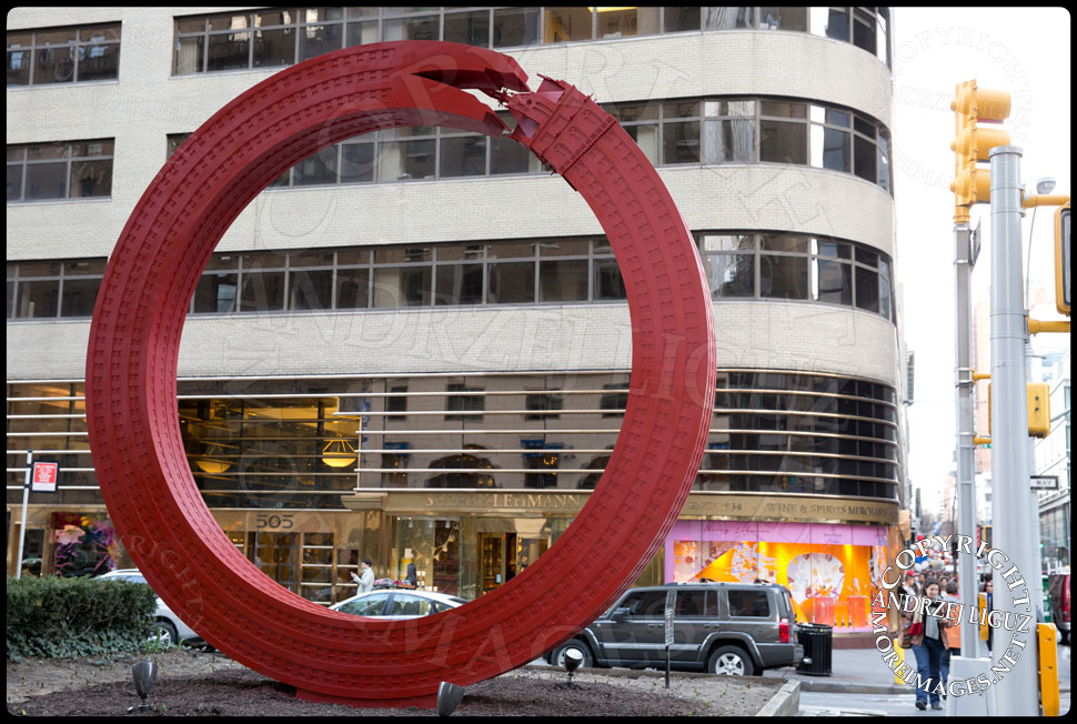 Sherry Netherland Sculpture, Park Ave and 59th St © Andrzej Liguz/moreimages.net. Not to be used without permission