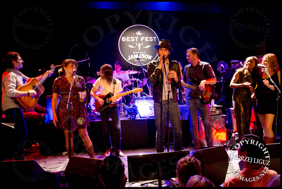 Norah Jones, Jason Roberts, Cory Chisel, Ruby Amanfu and Adriel Denae performing Salt Of The Earth © Andrzej Liguz/moreimages.net. Not to be used without permission