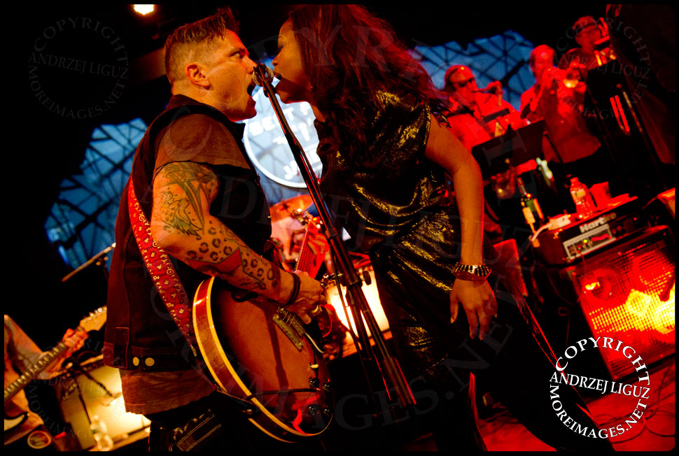 Butch Walker and Ruby Amanfu performing Honky Tonk Women © Andrzej Liguz/moreimages.net. Not to be used without permission