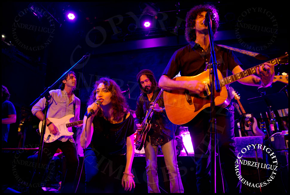 Regina Spektor, Mike Campbell and Jack Dischel performing Jumping Jack Flash © Andrzej Liguz/moreimages.net. Not to be used without permission