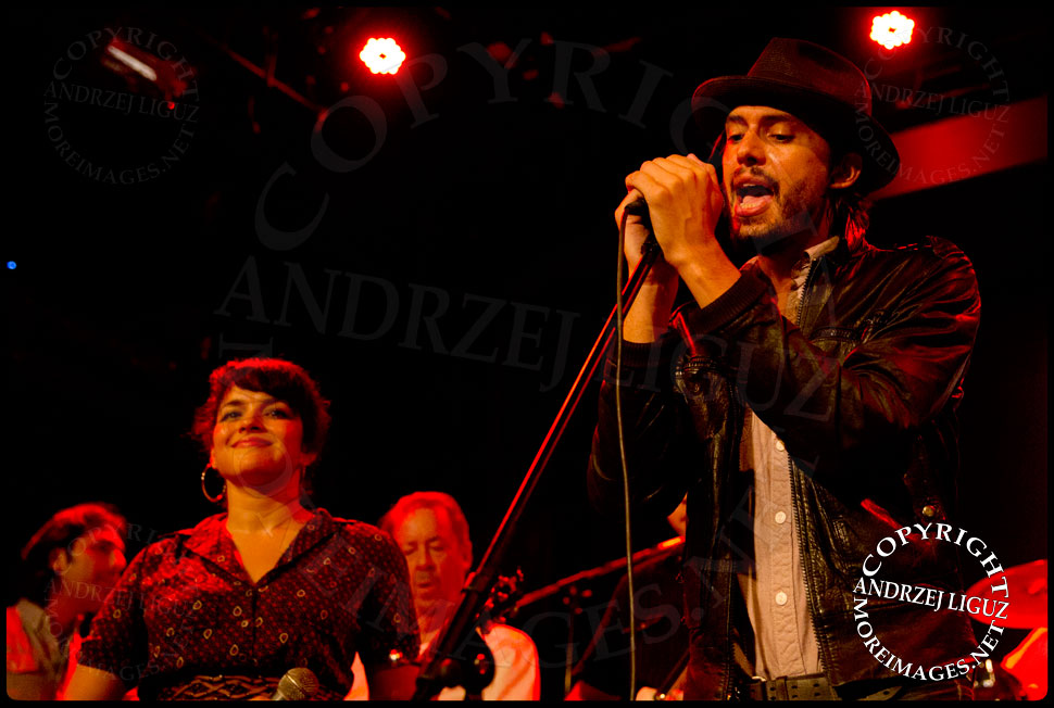 Cory Chisel and Norah Jones performing Shine A Light © Andrzej Liguz/moreimages.net. Not to be used without permission