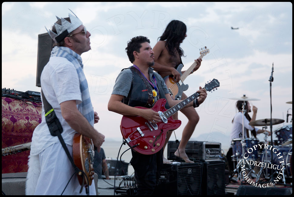 Rob Myers, Rob Garza, Ashish & Congo Sanchez from Thievery Corp performing at Burning Man © Andrzej Liguz/moreimages.net. Not to be used without permission
