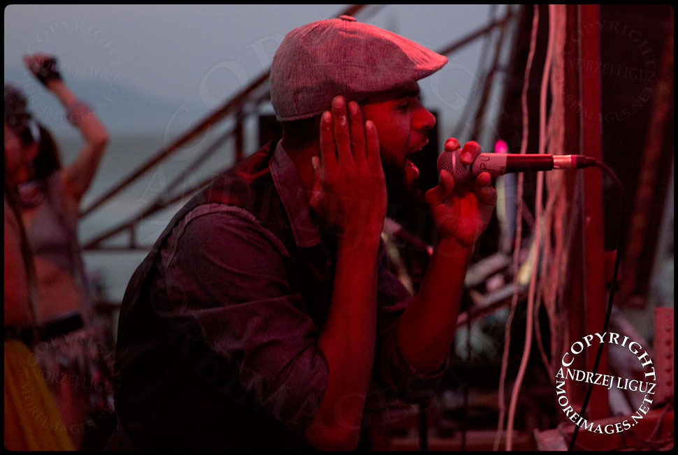 Ras Puma singing with Thievery Corp at Burning Man © Andrzej Liguz/moreimages.net. Not to be used without permission