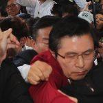 [시사] 황교안 대표, 광주서 '물세례' 당해도 '(당을)밀어 달라' 외쳐!