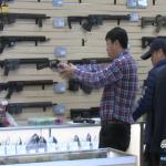 [국제] 美 코로나19 공포에 아시안들 총기 구입 급증