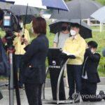 지금이 조선시대, '무릎꿇고 우산받쳐' 강성국 법무차관 논란