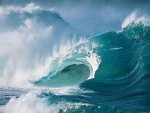 crashing ocean waves in daylight