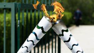 torch_kiss_greece-rio-olympics-f_webf-4