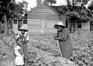 Marion Post Wolcott - Pauline Clyburn, rehabilitation borrower, and two of her children, Manning, Clarendon County, South Carolina, 1939