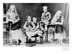 cecil-alden-marie-curie-as-a-child-with-her-brother-and-sisters_i-G-38-3844-AZWYF00Z
