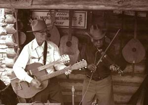 Bruce_Roark_Musical_Instruments_(Devine),_Texas_Folklife_Festival_1974