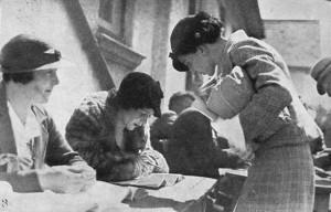 woman-voting-1935_001