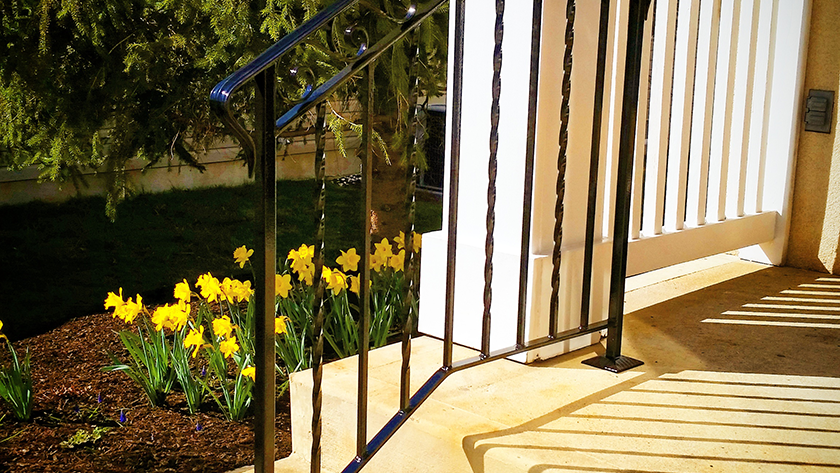 E12 Exterior Iron Railing Twist Every Other