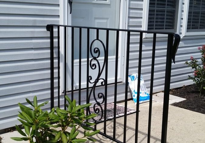 E33 Exterior Simple Railing With Scroll Insert