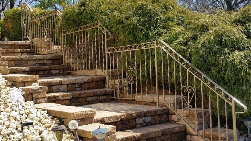 E41 Exterior Iron Railing With Scrolls And Twisted Pickets