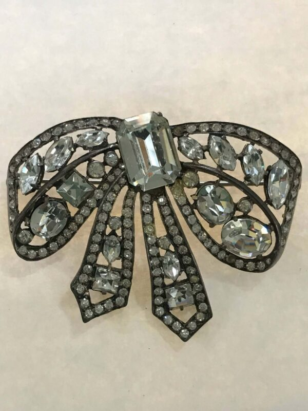 Bow Brooch Eisenberg signed in Block Letters