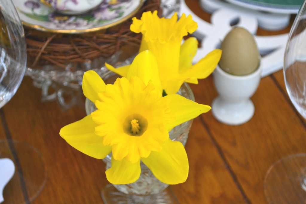 Daffodils from our garden add color and texture to our Easter Table Setting. thehousedownthelane.com #Spring #Easter #TableSetting