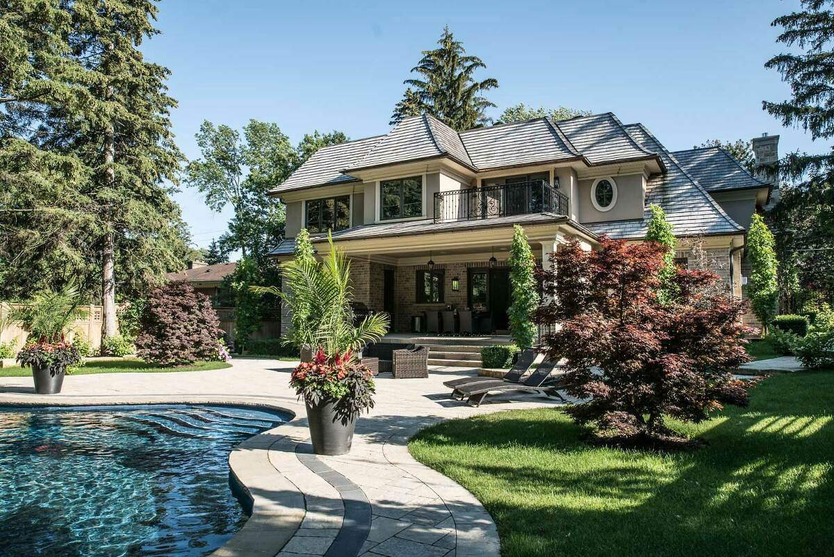 real estate photo of luxury house in mississauga