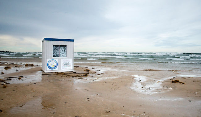 A toll booth sits on Ipperwash Beach on Thursday December 11, 2014. (CRAIG GLOVER, The London Free Press)