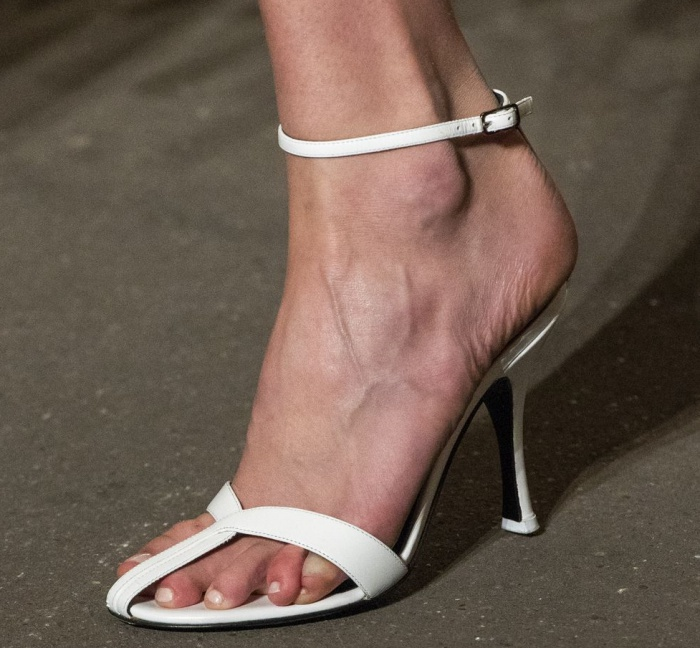 2019 Summer Shoe Trends from Shoe Palace - Thin straps