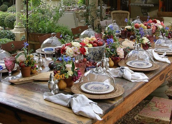 lizzi-a-movable-feast-indeed-decor