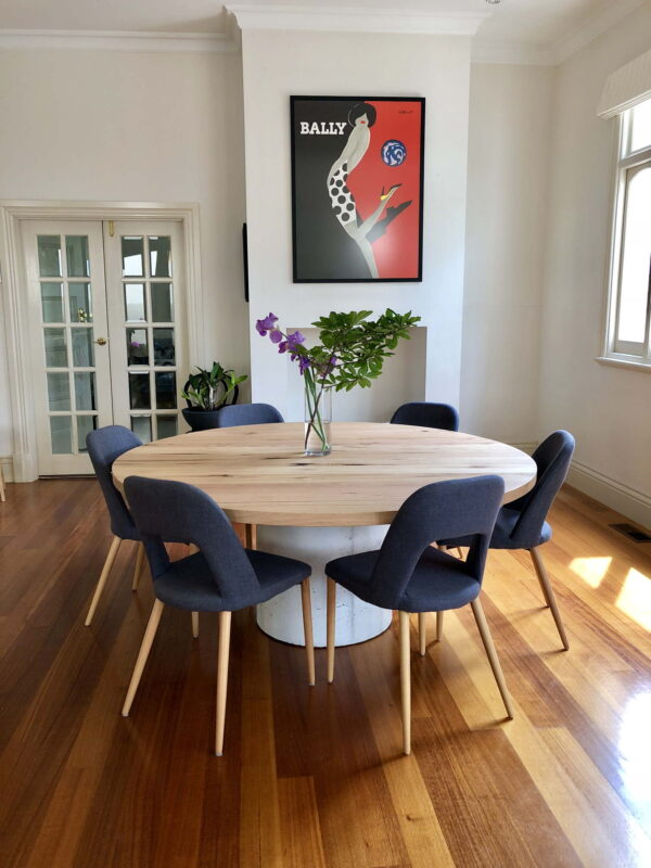 Round Raw Dining table with Chairs