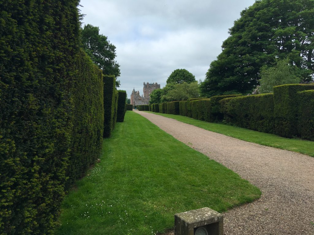 Geometric hedges and Glamis in the distance