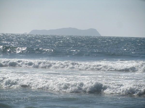 More pictures of the ocean, we love it when it stays where it belongs and lets the sun sparkle off it.