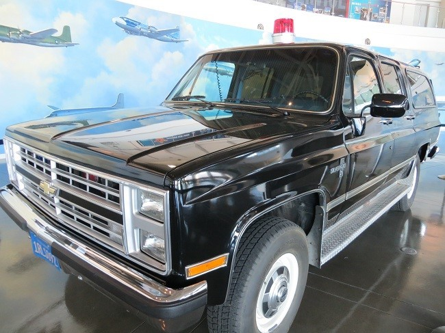 Man, I thought the suburban was the ultimate in posh, and high tone equipment the year this was made. I would have been willing to join the secret service to get one of these babies. 36 years later, and well it looks a little dated.