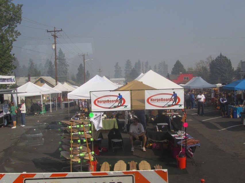 Poor vendors, no one here to buy anything, The news says the air is hazardous and to seal your self in the house. The outdoor market did not get the message.