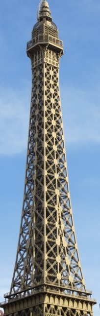 This cant be good! M&M world is in Las Vegas, but this land mark is in Paris!