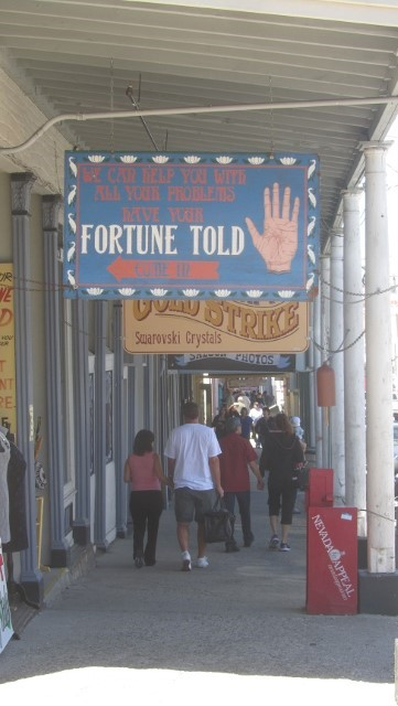 People with problems go to this fortune teller.