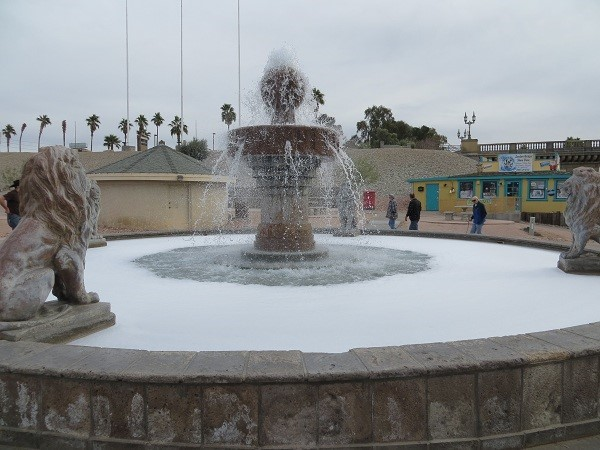 I put laundry soap in fountain a few times my self. When I did it, the soap suds reached the top and stretched down the road. Come on guys when you pull a prank, don't go cheap!