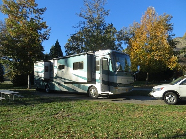 We put in for the night at a Rogue River State Park just North of Central Point Oregon. If you come here with a 40 footer, stay in loop F, we trimmed quite a few trees with the king dome tonight driving around the other loops. The price though is great at $20