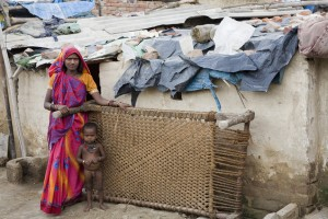 Dalitmoth and childDwarkaSlum1812 96dpi