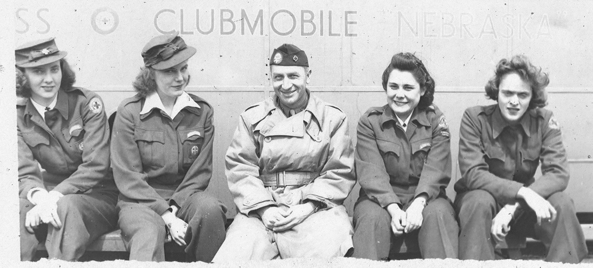 Clubmobile with Girls and Servicemen