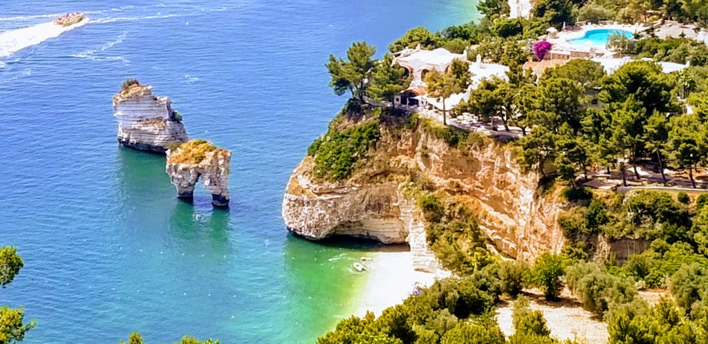 Cala Dei Morti and other small towns along the Vieste and Lecce coast are amazing stops and things to see and do in Apulia