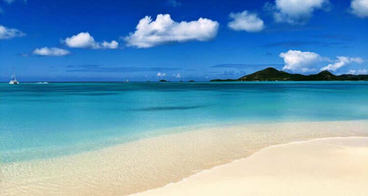Best Beaches in Antigua Featured image