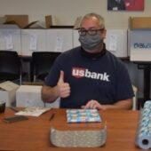 usbank-volunteer-with-mask