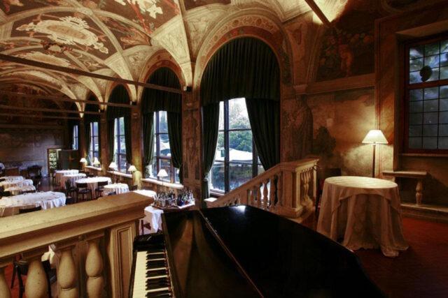 La Veranda, a beautiful place to enjoy breakfast (photo courtesy of Hotel Columbus).
