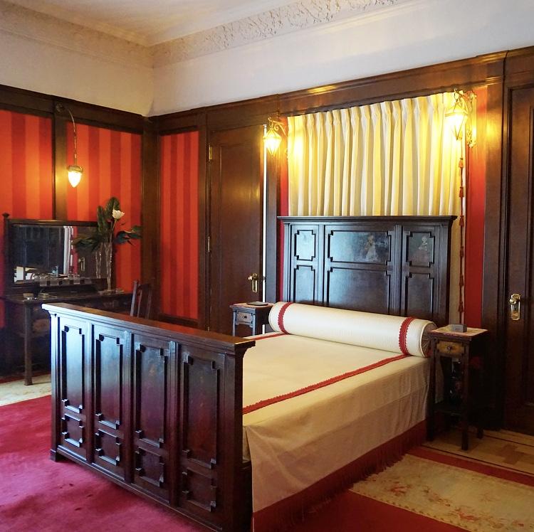 Silver Maple Room
