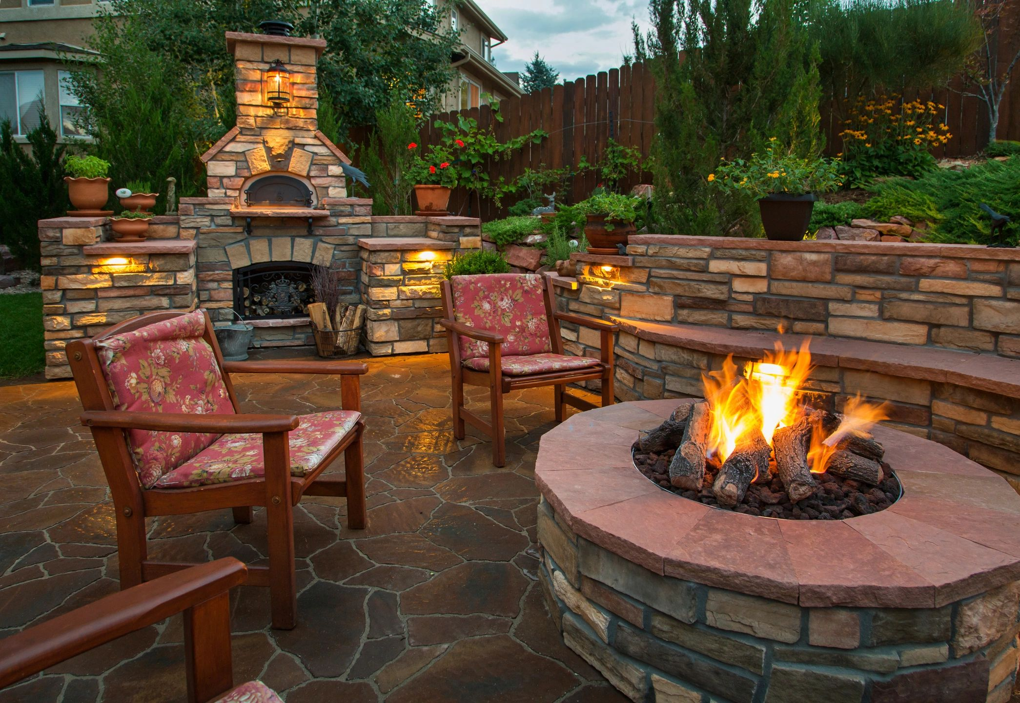 Fire pit and barbecue grill