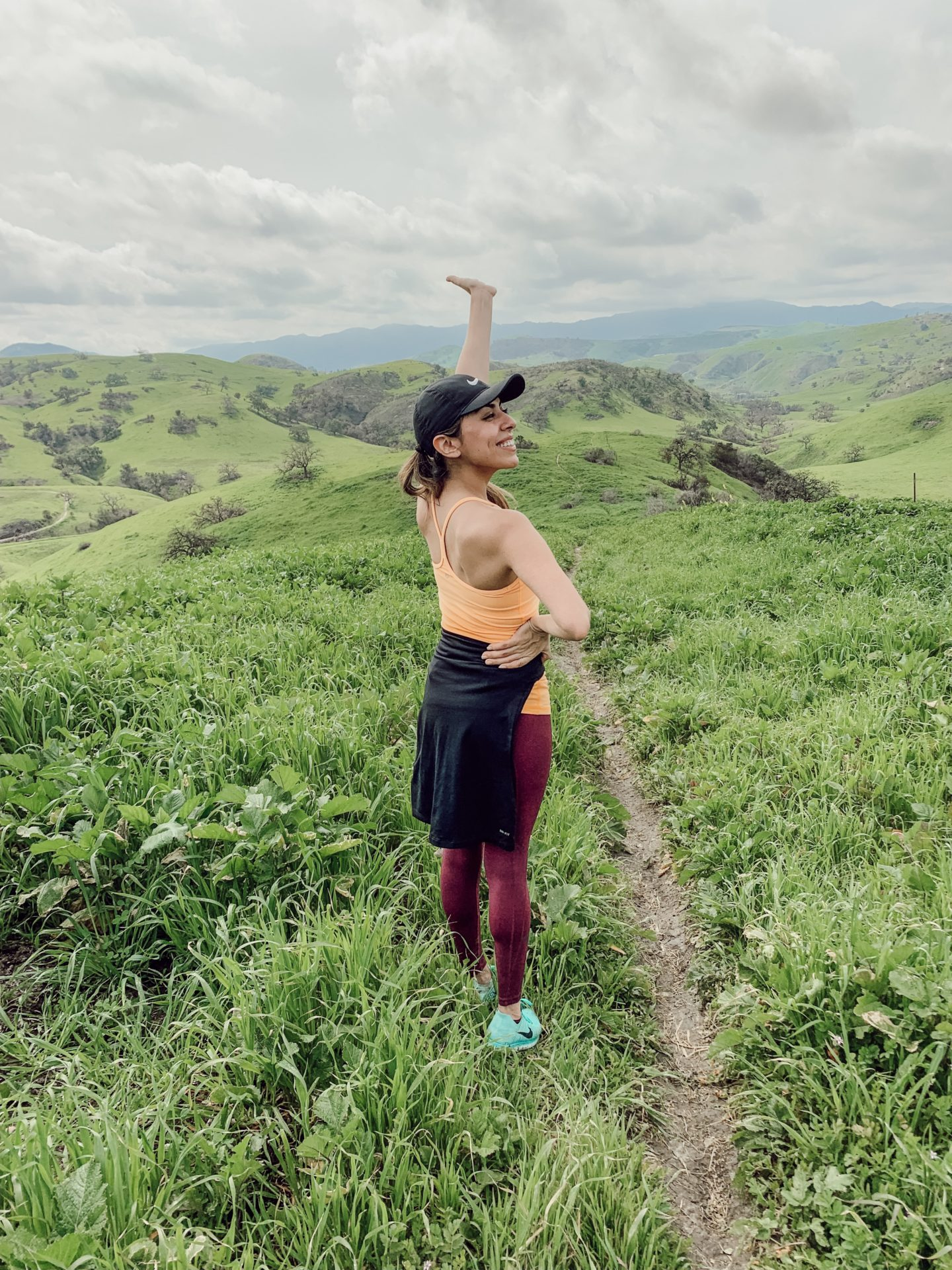 Alexis Alcala healthy lifestyle blogger talking about hiking in Los Angeles California